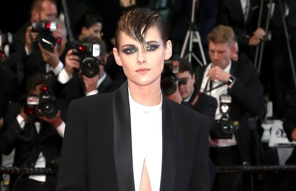 Kristen Stewart Wears Flat Shoes to Defy Cannes Heel Rules: Pics