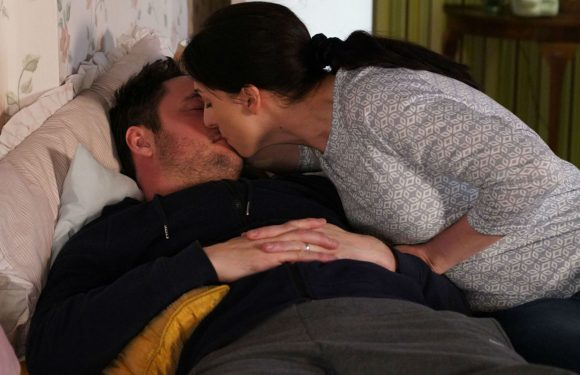 EastEnders' Martin Fowler decides to discuss a shock reunion with Sonia