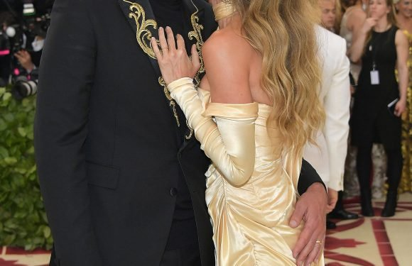A Brief History of Tom & Gisele Kissing on the Met Gala Red Carpet