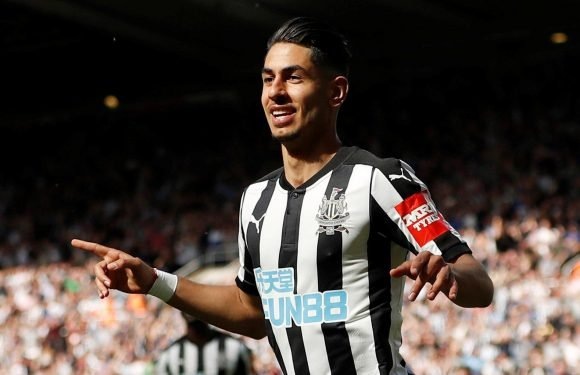Newcastle boss Rafa Benitez desperate to keep Ayoze Perez from clutches of Real Betis