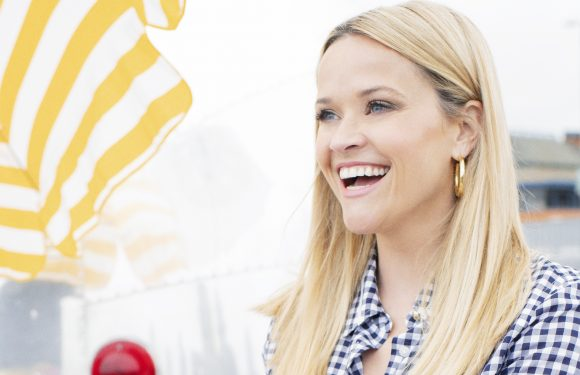 Reese Witherspoon Models Draper James Summer 2018 Collection