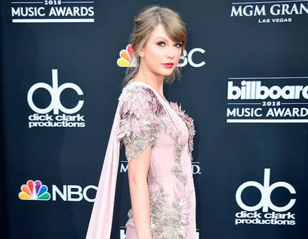 Taylor Swift Makes Surprise Appearance at 2018 Billboard Music Awards