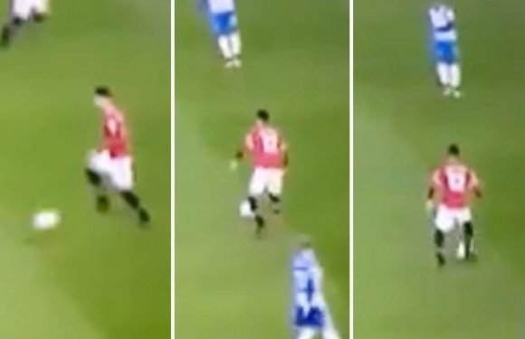 Manchester United star Chris Smalling ridiculed on Twitter after turning entire body to make simple pass against Brighton