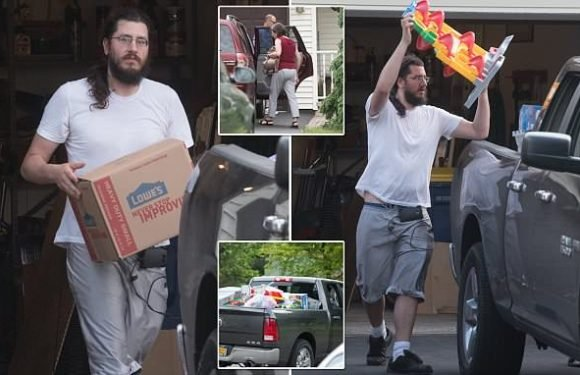 Evicted millennial, 30, starts to move out of his parents' home