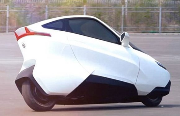 Designer reveals radical electric two wheel car to sell in China