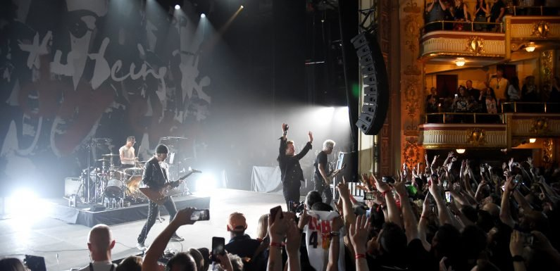 U2 plays invite-only show at the Apollo
