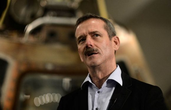 Astronaut Chris Hadfield Doesn't Think The Rockets From NASA, SpaceX, And Blue Origin Can Take Us To Mars