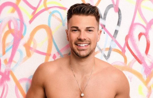Here's all you need to know about new hunky Islander Sam Bird