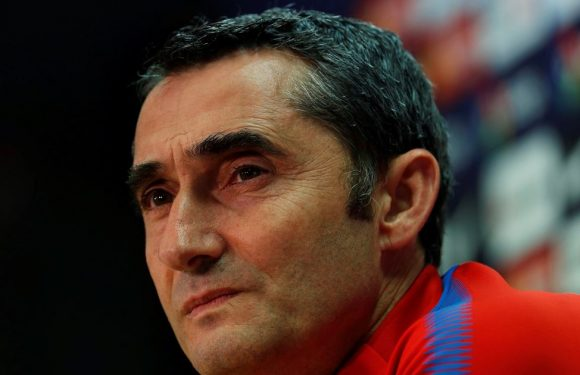 Chelsea and Liverpool 'in transfer battle for Barcelona star'