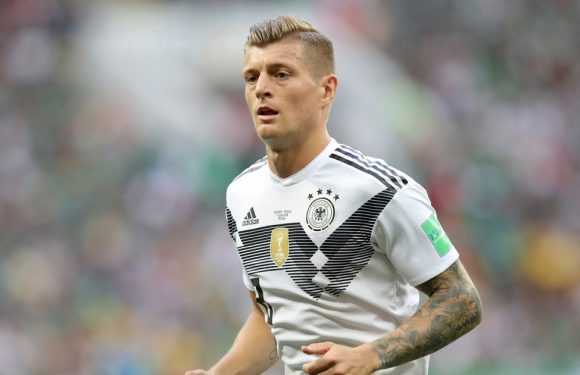 Manchester United 'considering move for Toni Kroos'