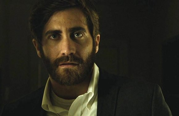 Jake Gyllenhaal Stars In Adorable Calvin Klein Ad With His Fake Family