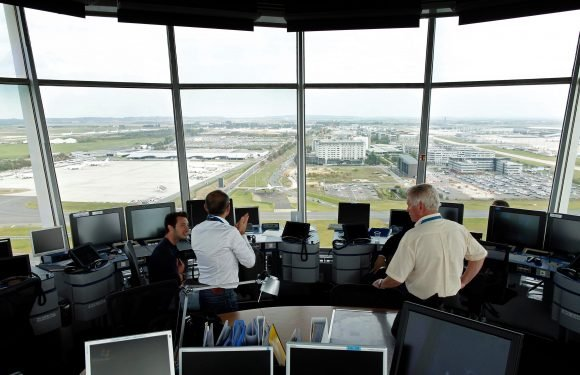 """French air traffic controllers """"cause third of Europe's flight delays"""" costing £260m a year"""