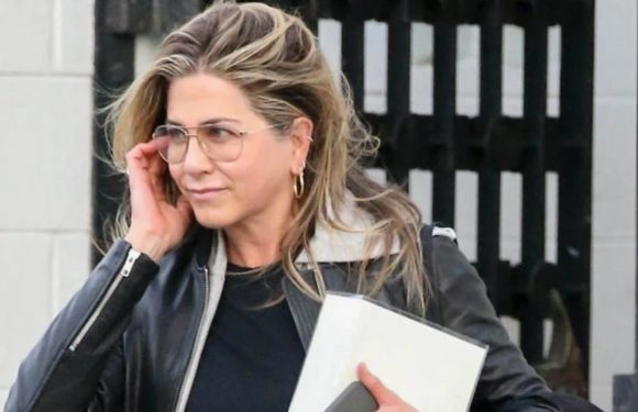 20 Photos Of Jennifer Aniston Being The Ultimate Independent Gal