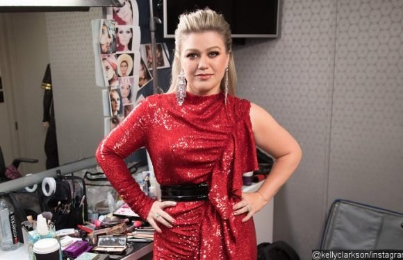 Kelly Clarkson Says Her Clean-Eating Diet Makes Her Wallet Lighter