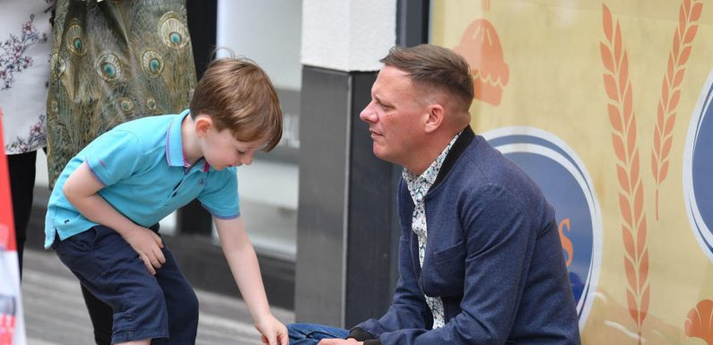 Coronation Street's Sean Tully begs for money in heartbreaking new pictures