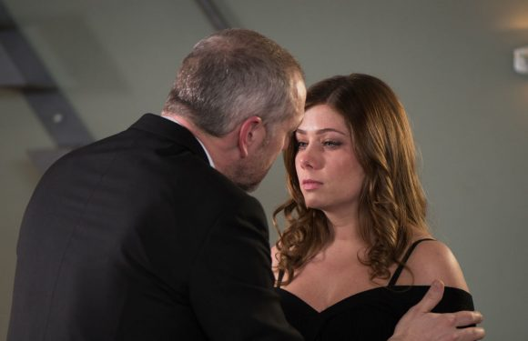 Hollyoaks' Glenn Donovan makes a move on Maxine after shock health warning