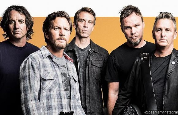 Pearl Jam Honors Anthony Bourdain With 'Long Road' Performance at Amsterdam Show