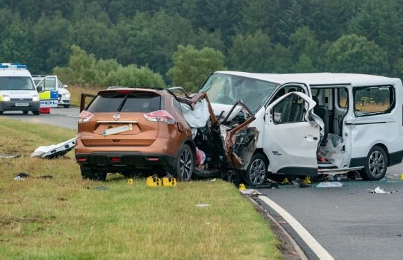 Five people killed and five injured in horror minibus crash