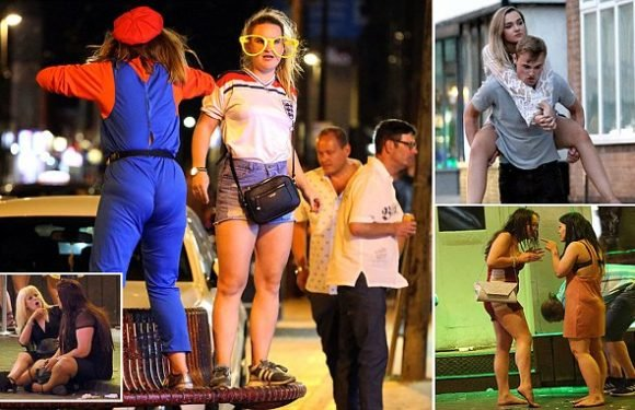 Revellers make the most of Britain's heatwave with big night out