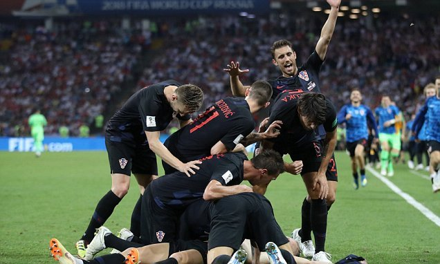 Ivan Rakitic scores winning penalty to send Croatia through