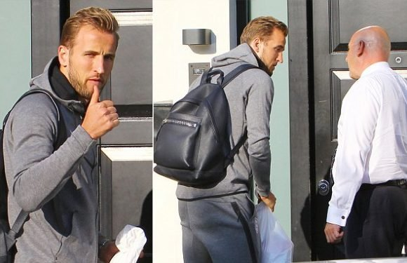 Tired Kane gives thumbs up as he returns home after World Cup