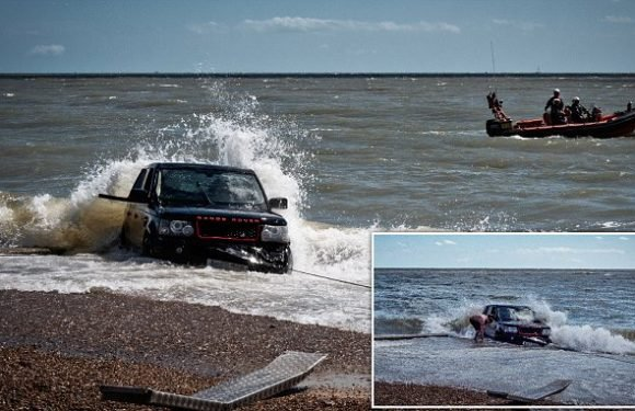 £40,000 Range Rover is swamped by powerful beach tide