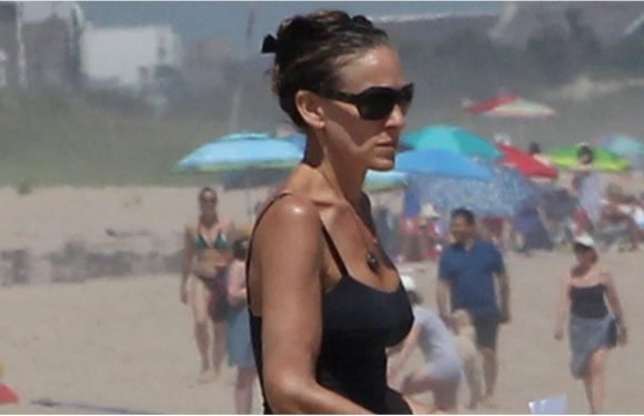 She's Still Got It! Sarah Jessica Parker Flaunts Her Incredible Figure During a Relaxing Beach Day