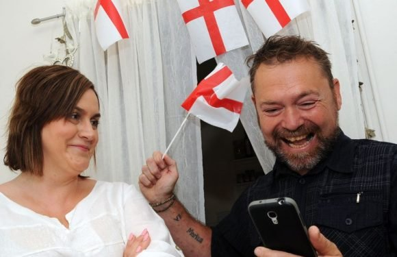 Bride and groom fear no one will show up to their wedding due to clash