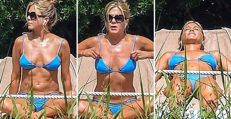 Jennifer Aniston Shows Off Her Toned Figure As She Relaxes