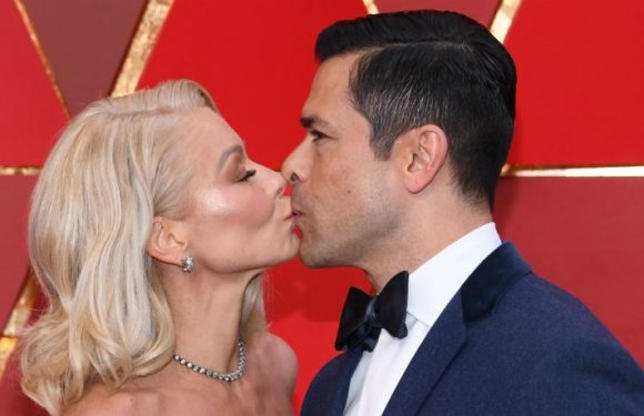 Kelly Ripa Reveals Secret That Keeps Marriage To 'Breathtaking' Mark Consuelos Strong