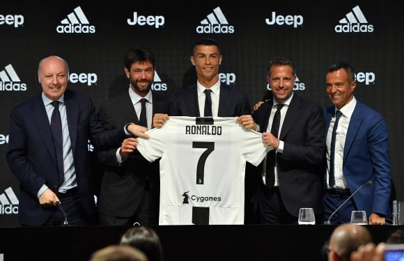 Cristiano Ronaldo reveals standing ovation from Juventus fans in the Champions League convinced him to move there… adding Manchester United did not make him an offer