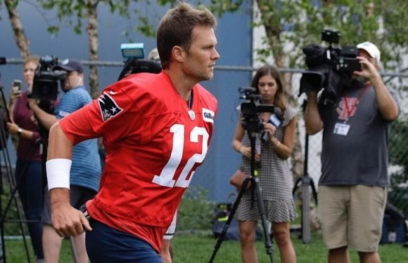 Tom Brady Walks Off After Reporter Asks About Connection Between His Trainer And Julian Edelman PED Suspension