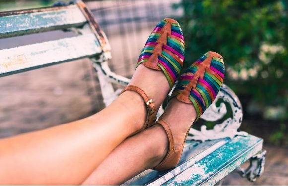 These Are the 10 Sexiest Summer Shoes For Webbed Toes