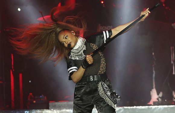 Janet Jackson returns to the stage in major comeback