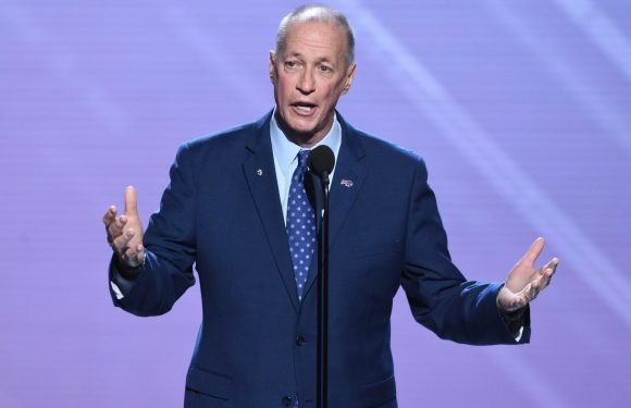Jim Kelly accepts Jimmy V award with powerful message