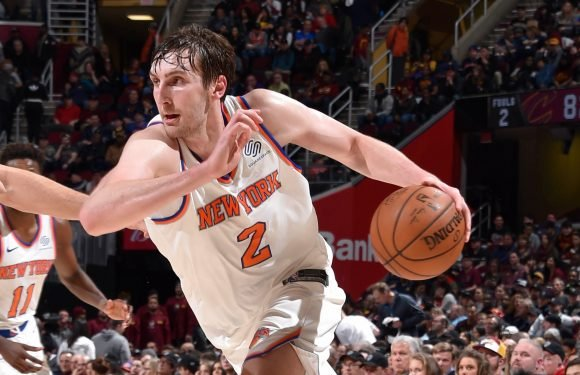 Knicks bring back young center for $1.6 million