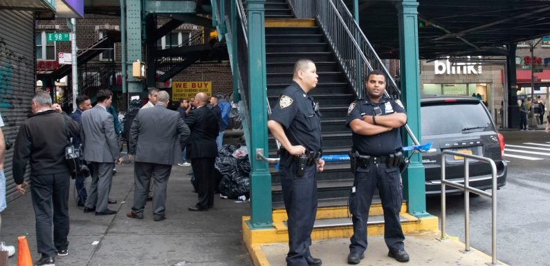 Off-duty MTA worker hit on subway by stray bullet: cops