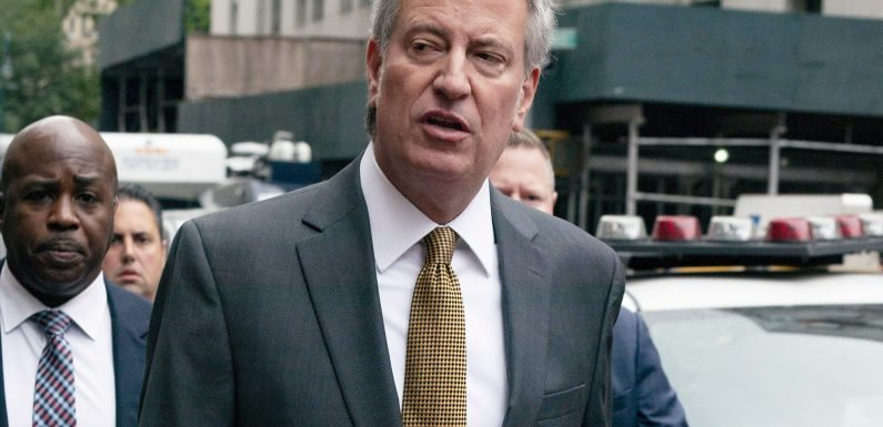 De Blasio surprisingly arrives early for jury duty