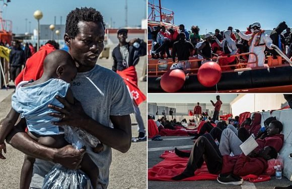 Hundreds of migrants stranded in Spain's 'new Lampedusa'