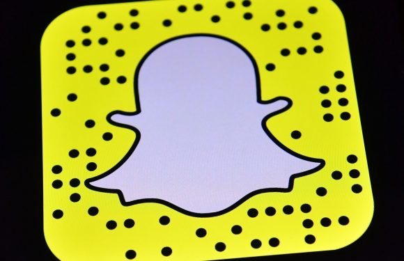 Here's How To Use Snapchat's Voice-Controlled Lenses, & I Can't Stop Talking