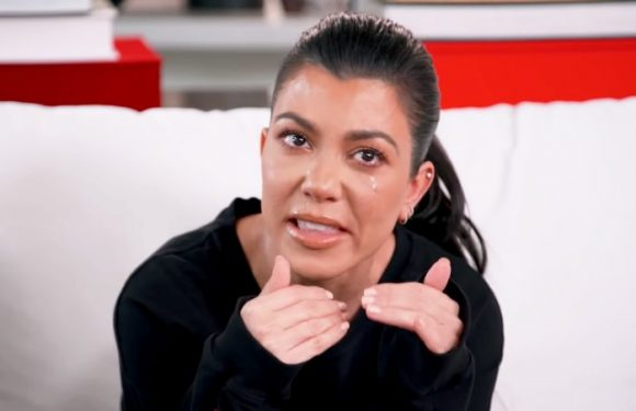 'Keeping Up with the Kardashians': Kourtney Cries During a Therapy Following Sister Spat