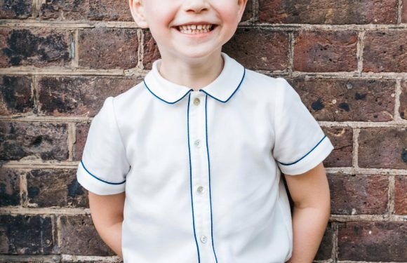 This is why Prince George has to bow to the Queen… but Princess Charlotte doesn't