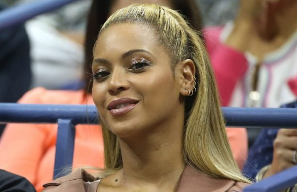 Beyoncé gets her nails done at 1 a.m.