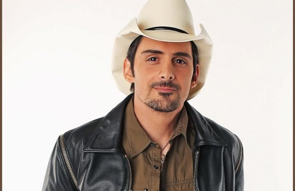 Brad Paisley And Carrie Underwood Returning As CMA Hosts