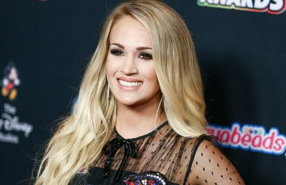 Carrie Underwood denies getting plastic surgery after face injury