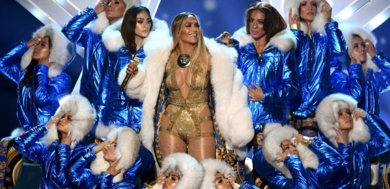 J Lo Pulled Off Some Stunning Wardrobe Swaps During Her VMAs Performance