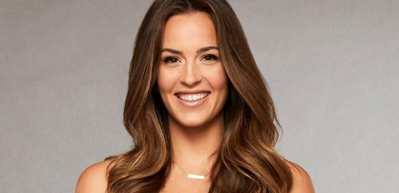 "Caroline's Arrival On 'Bachelor In Paradise"" Was Awkward, So Fans Are Rooting For Her & John"