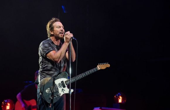 Watch Pearl Jam Cover David Bowie's 'Rebel Rebel' at Chicago's Wrigley Field