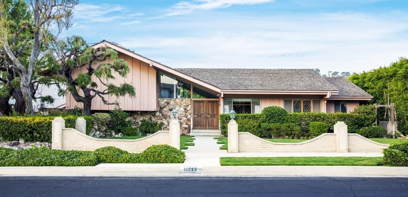 HGTV Officially Closes on 'Brady Bunch' House for $3.5 Million