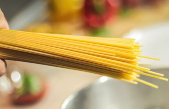 The Spaghetti Mystery Is Solved! Here's How to Break Spaghetti Successfully Into Two Pieces, Not Three